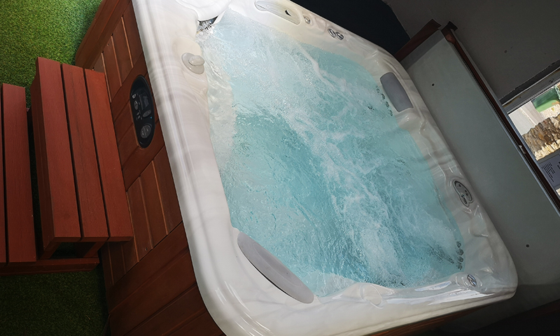 Pre-Loved Hot Tub